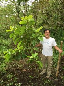 Rogelio Moreno de Wake Up México en el área de reforestación de Nicolás Malaga (Foto: Christoph Neger).